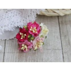 Букетик из цветов яблони, розовые тона, 2см, 5 цветочков