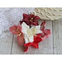 Букетик лилий, оттенки красного, 5см, 5 цветочков разных цветов