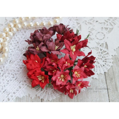 Букетик лилий, оттенки красного, 3см, 4 цветочка разных цветов