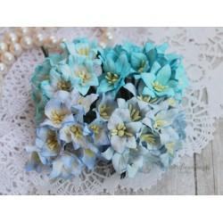 Букетик лилий, голубые тона, 3см, 4 цветочка разных цветов