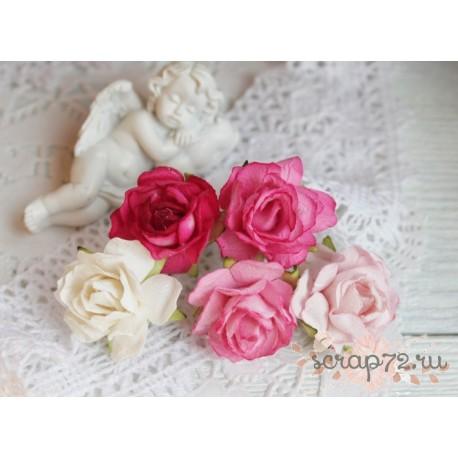 Букетик диких роз, оттенки красного, 3см, 5 цветочков