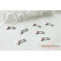 Металлическая булавка Сердечко, цвет эмали розовый, 27*11мм, 1шт.
