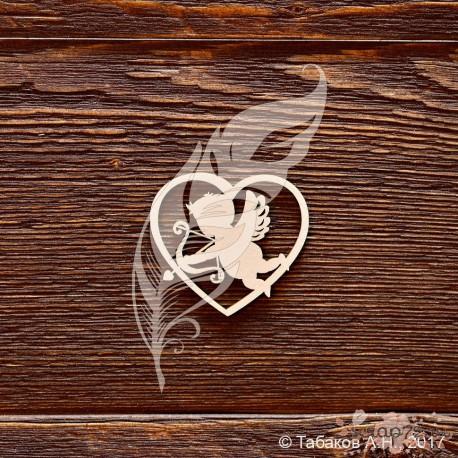 Сердце с ангелочком, размер 4 × 3,6 см.
