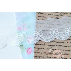 Кружево декоративное на сетке, 5 см, цвет белый, 90 см.