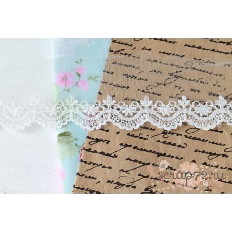 Кружево декоративное на сетке, 5 см, цвет бело-серебристый, 90 см.