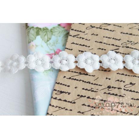 Кружево декоративное на сетке, 8 см., цвет белый, 90 см.