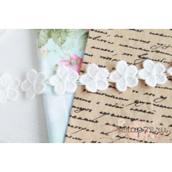 Тесьма кружевная Цветочки, хлопок, 2,5 см. , цвет белый, 35 цветочков (90 см.)
