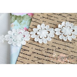 Тесьма кружевная Цветочки, хлопок, 5 см. , цвет белый, 17 цветочков 90 см.