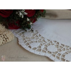 Салфетка ажурная с розами, цвет белый, 20см