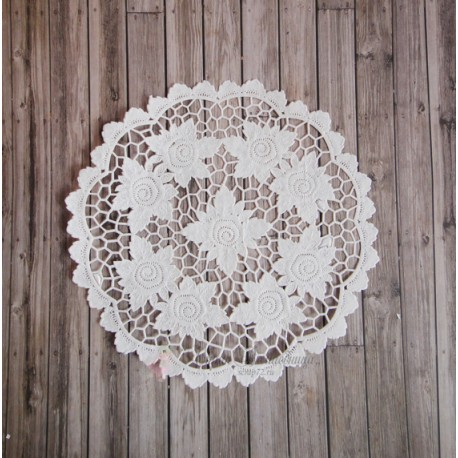 Салфетка ажурная с розами, цвет белый, 19см