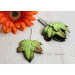 Листочки клена, цвет зеленый с бурым кончиком, 4,5см, 10шт.
