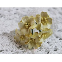 Цветок яблони, цвет светло-желтый, 2см, 1 цветочек